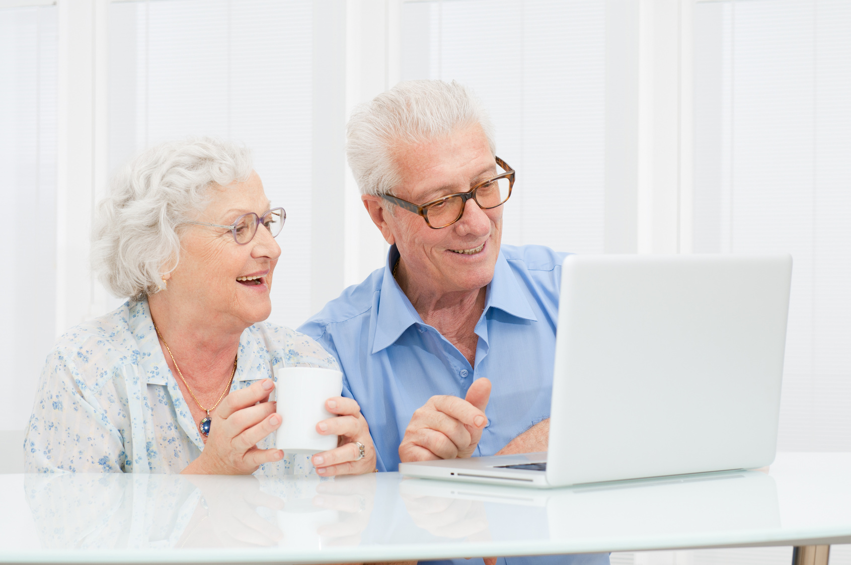 how to help old people with technology
